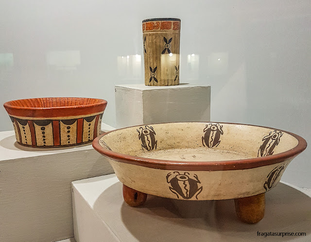 Cerâmica maia exposta no Museu Nacional de Arqueologia e Etnologia da Guatemala