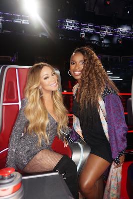 Jennifer Hudson Gets Super Festive Struttin' Mariah Carey X-Mas Tee...  Alerting Her Attention Of Approval!