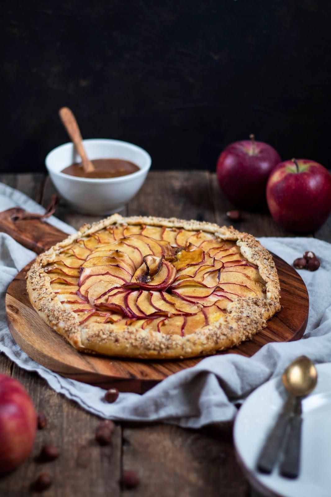 Recette de la tarte rustique aux pommes et aux noisettes