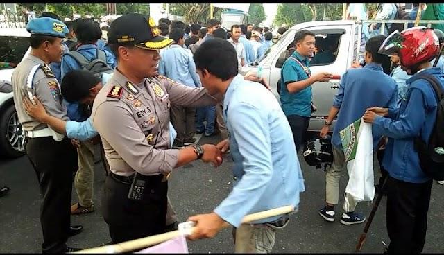 Polresta Pekanbaru Amankan Aksi Unjukrasa Mahasiswa