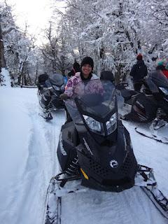 Pilotando snowmobile no passeio ao El Refugio Arelauquen - Bariloche