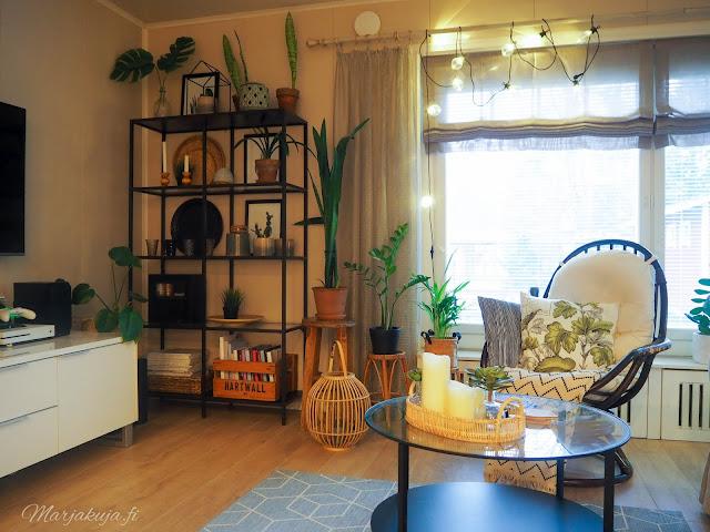 boho boheemi sisustus olohuone viherkasvit saviruukut kaktukset kirppistelijä kirppislöytö