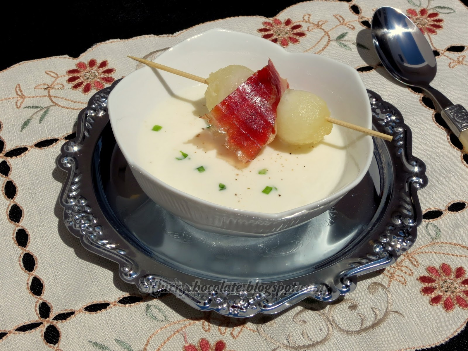 "Sopa fría de melón y yogur - Chilled melon and yogurt soup  ""Sopeao"""