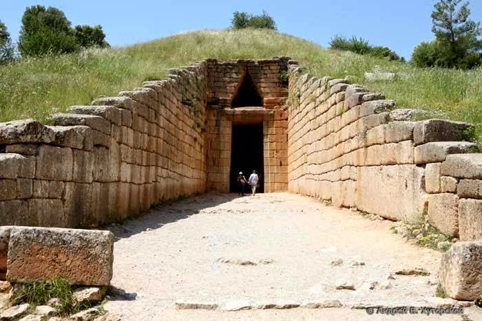 Agamemnon tomb receiver entrance and dromos antennas made of large stones