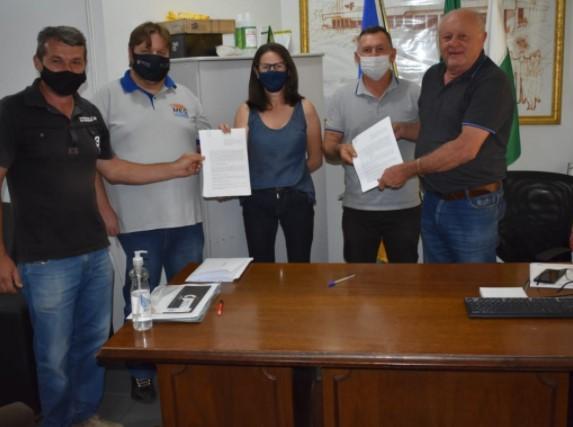 Cantagalo: Prefeito Konjunski assina contrato para execução de pavimentação asfáltica
