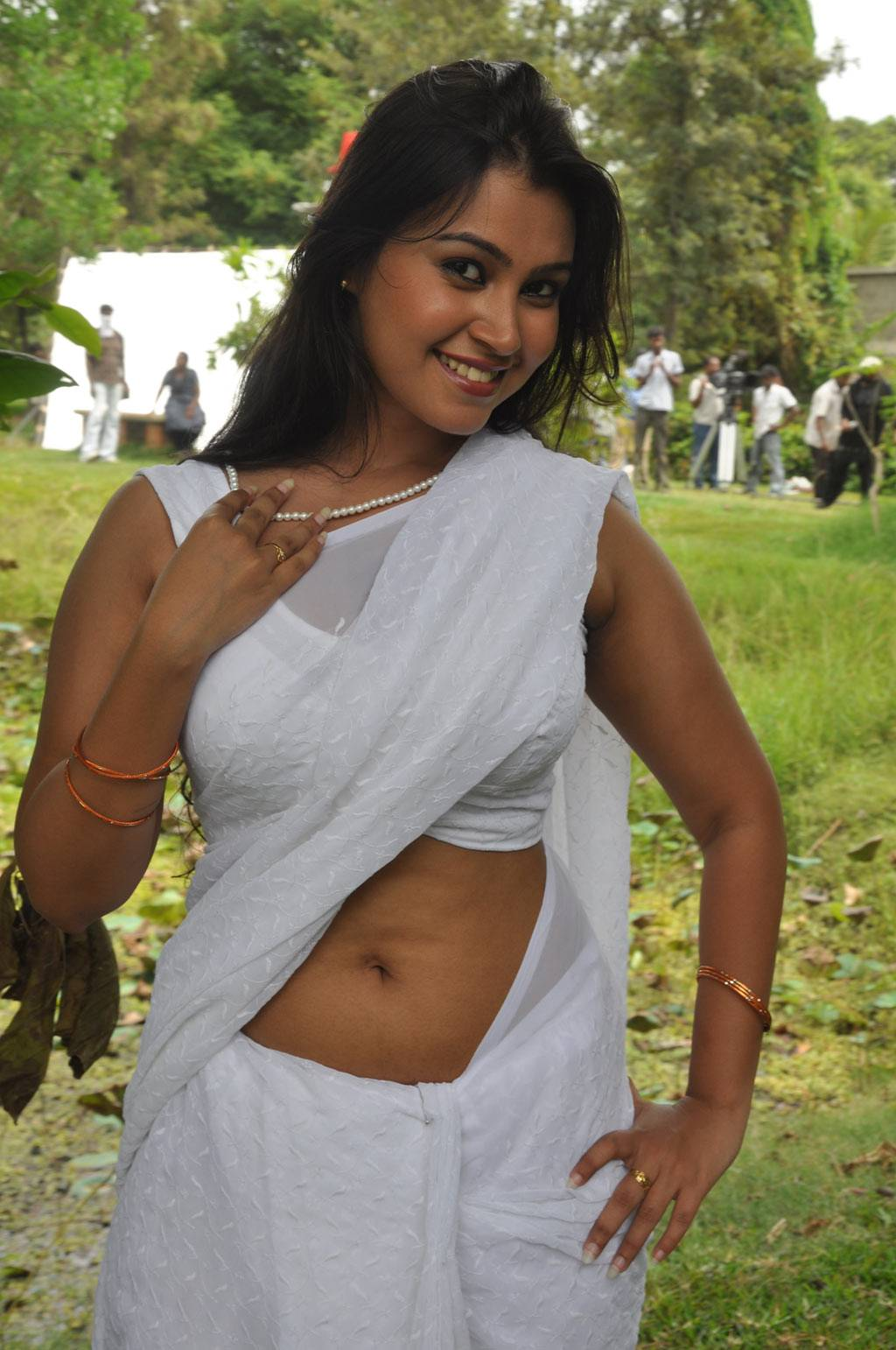 hot indian madraje heroine onushka nude images