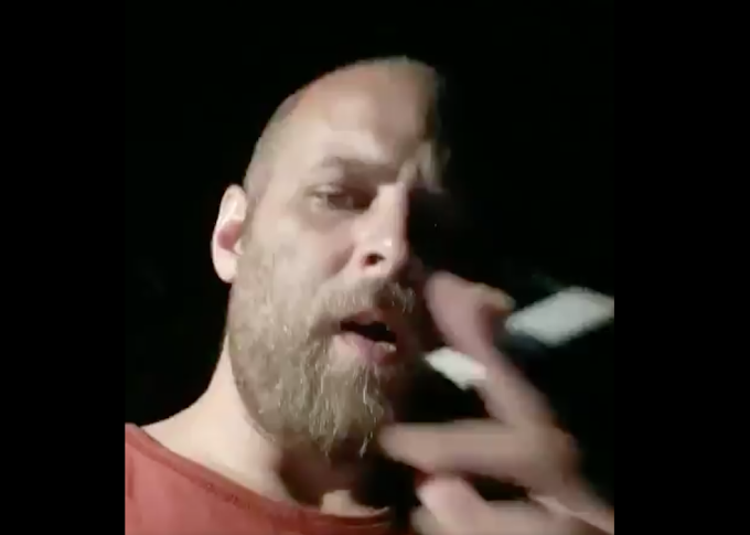 Voici une vidéo de celui qui aurait frappé une chauffeuse d'autobus à Sainte-Anne-des-Plaines...