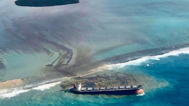 موريشيوس تعلن حالة الطوارئ بسبب تسرب النفط من السفينة العالقة - موقع عناكب الاخباري