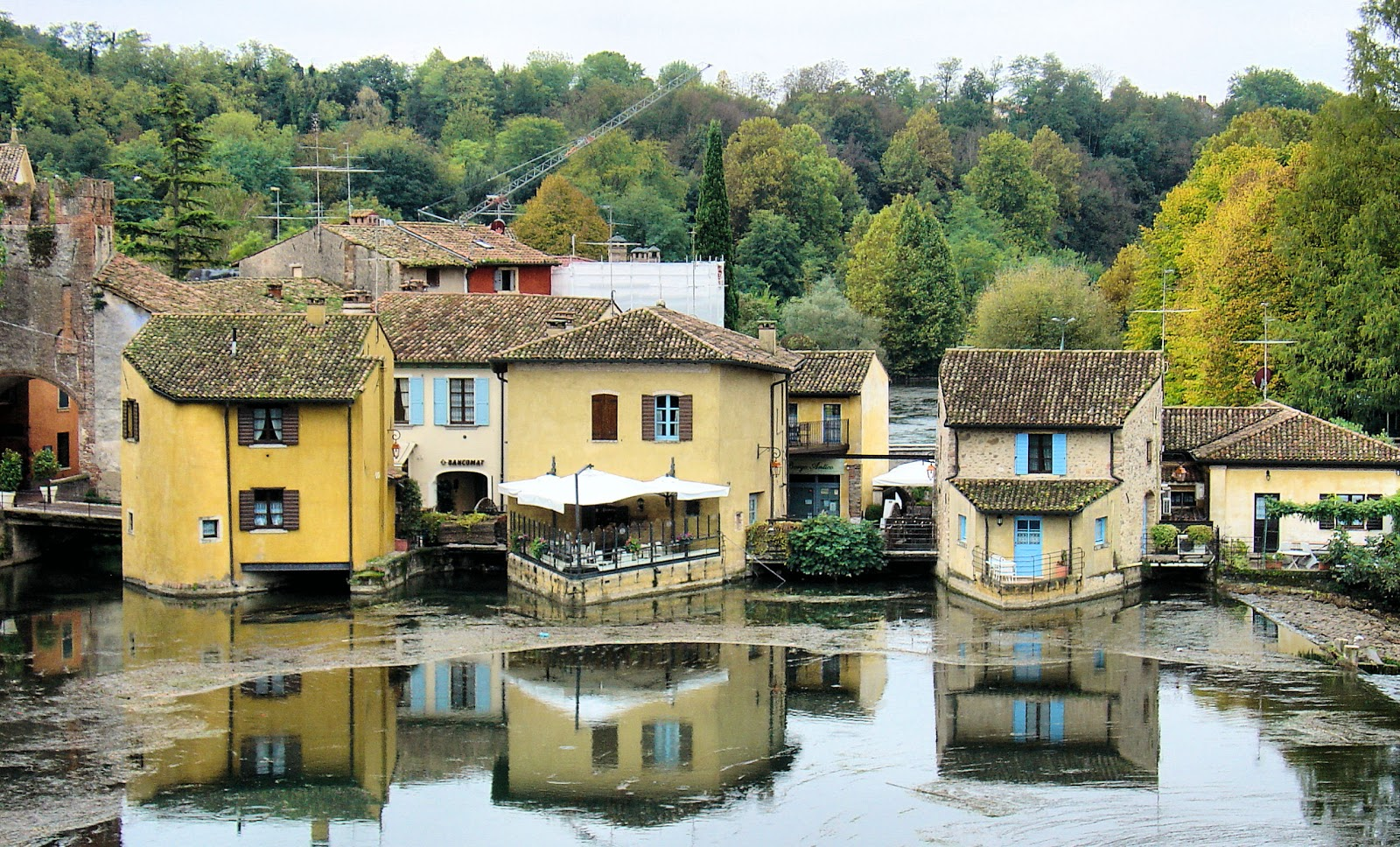 Benvenuti a Borghetto, Italy. All photography property of EuroTravelogue™ unless otherwise noted. Unauthorized use is prohibited.