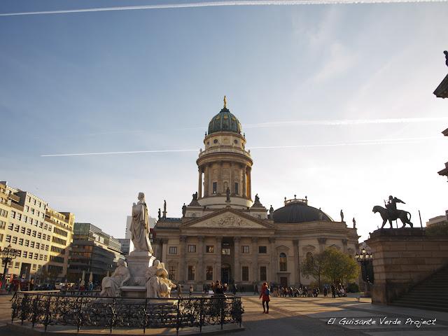 Gendarmenmarkt con la Catedral Alemana por El Guisante Verde Project