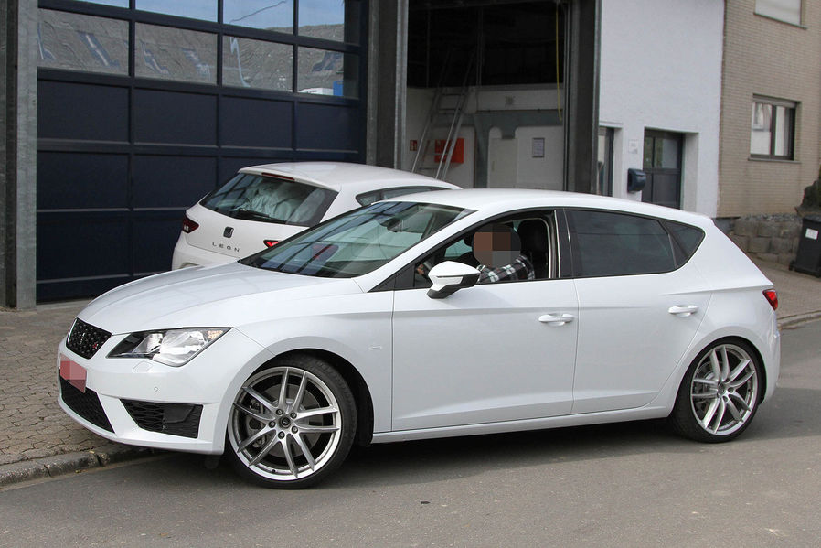 2014 new seat leon cupra r first spyshots garage car. Black Bedroom Furniture Sets. Home Design Ideas