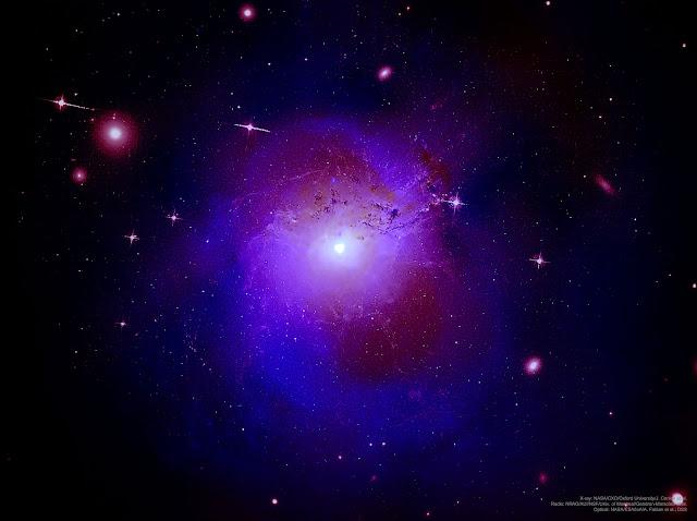 Tia X bí ẩn đến từ Cụm Thiên hà Perseus. Hình ảnh: Tia X: NASA/CXO/Đại học Oxford/J. Conlon et al.; Sóng vô tuyến: NRAO/AUI/NSF/Đại học Montreal/Gendron-Marsolais et al.; Ánh sáng khả kiến: NASA/ESA/IoA/A. Fabian et al.; DSS.