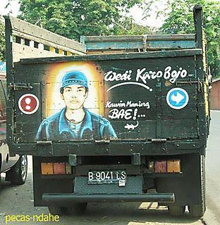 tulisan lucu di belakang mobil truk
