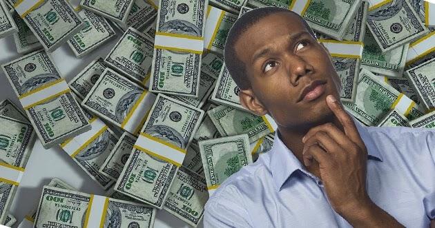 مال ورجل يفكر