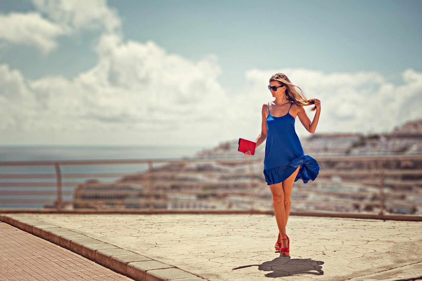 welche schuhe zum blauen kleid kombinieren?