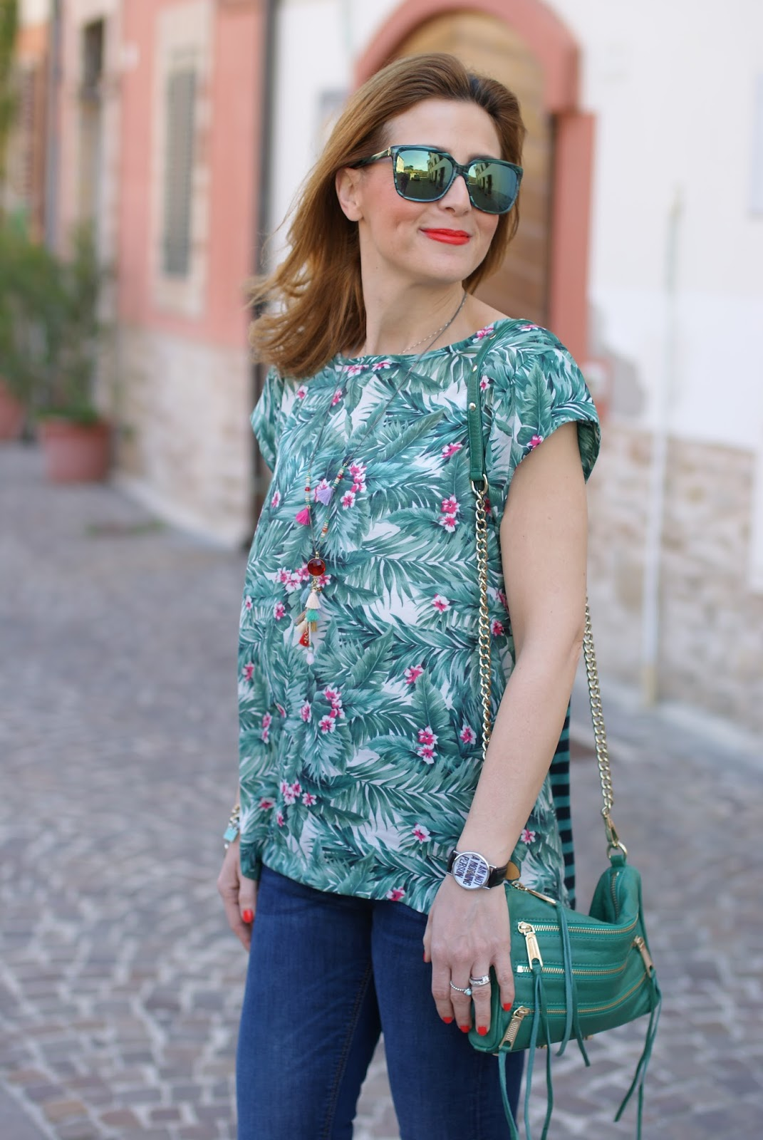 Hype Glass sunglasses and Mismash Askani t-shirt on Fashion and Cookies fashion blog, fashion blogger style