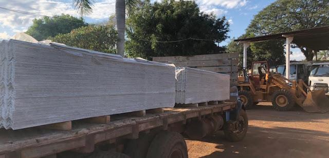 Iretama recebe reforço de telhas para ajudar famílias que foram prejudicadas pela chuva