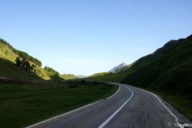Strada che conduce al Colle della Maddalena