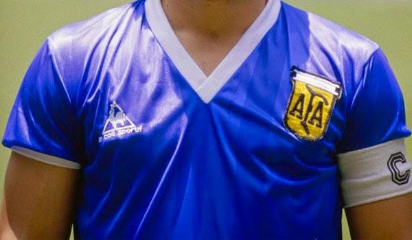 elFutbloglin  La  extraña  camiseta azul de Argentina en 1986 379512c4600d8