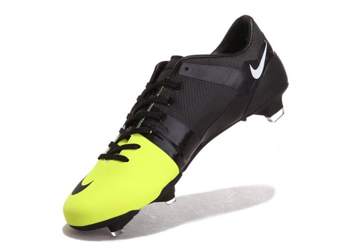 huge discount 98dc8 08d95 ... tels que des bouteilles en plastique et graines de ricin, faisant de  cette verte de la Chaussure de football Nike ait jamais produit.