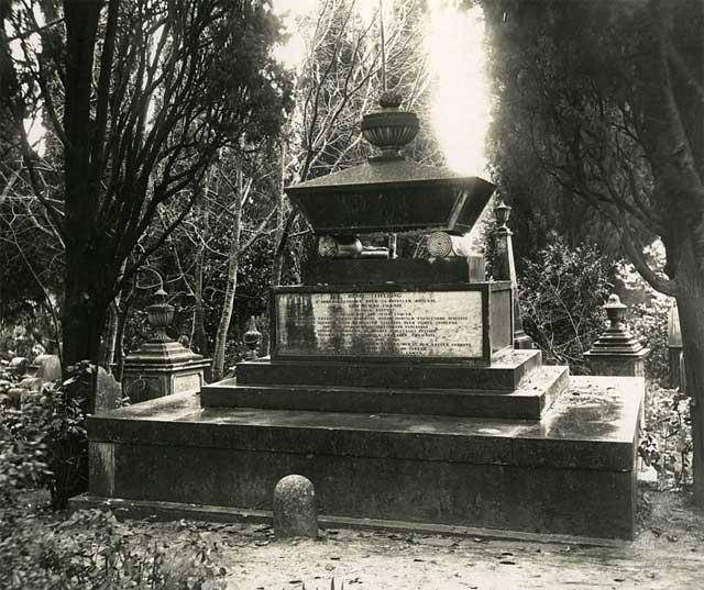 Grave of Henry Fielding