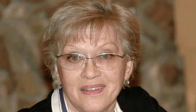 Неелова выложила фото с 86-летней Фрейндлих: морщинки и возрастная пигментация