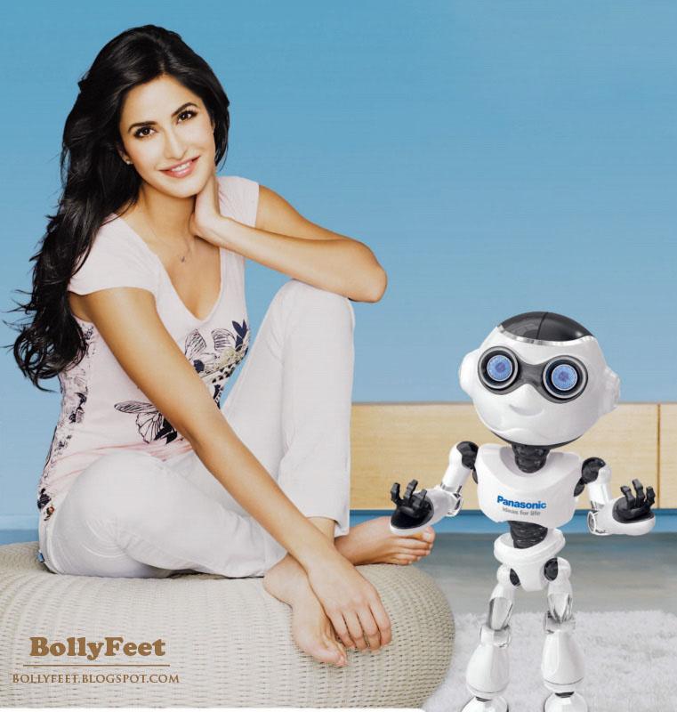 Preity Zinta Cute Smile Wallpaper Katrina Kaif Popularity Cute Katrina Kaif Barefoot