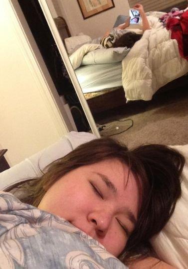 """""""Fotos tiradas pelo o meu namorado enquanto eu estava dormindo""""."""