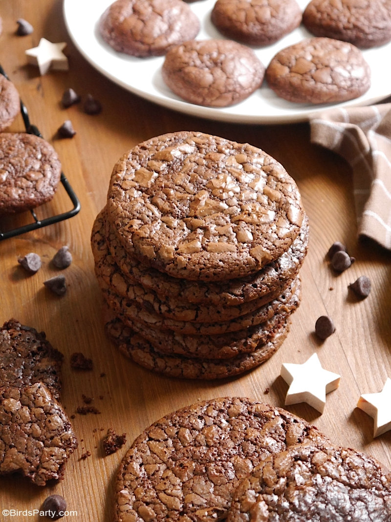 Gluten Free Chocolate Brownie Cookies - these delicious cookies are so easy to make, perfect for the Christmas Holidays or to give as edible gifts! by BirdsParty;com @birdsparty #cookies #brownies #browniecookies #christmasbaking #christmascookies #chocolate #recipes #glutenfree