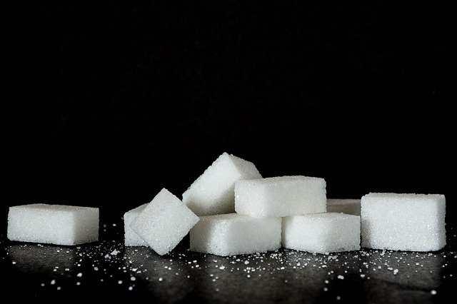 هل السكر يسبب الحبوب؟