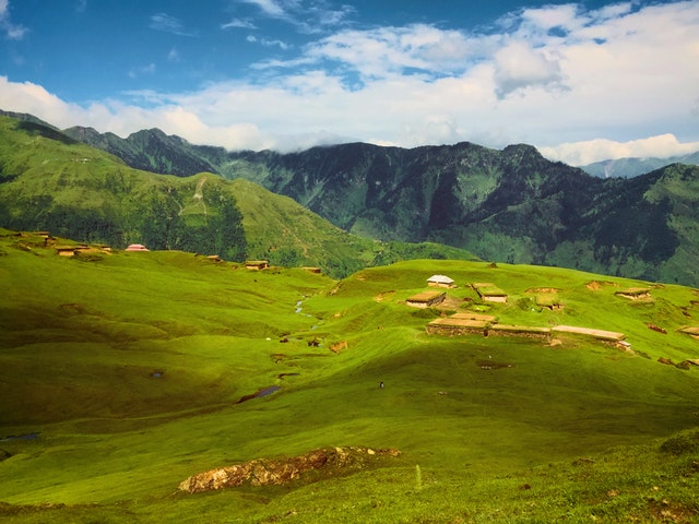 Kashmir Paradise on Earth Travel Guide, how to Reach Travel Mantri