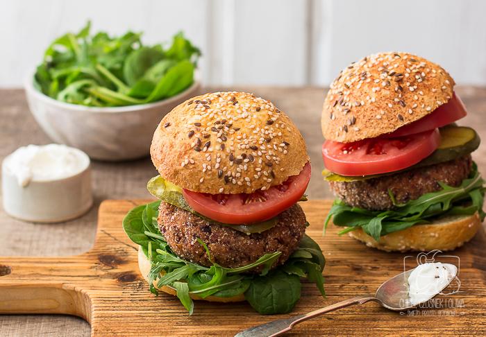 12 przepisów na wegetariańskie burgery, kotlety i klopsiki