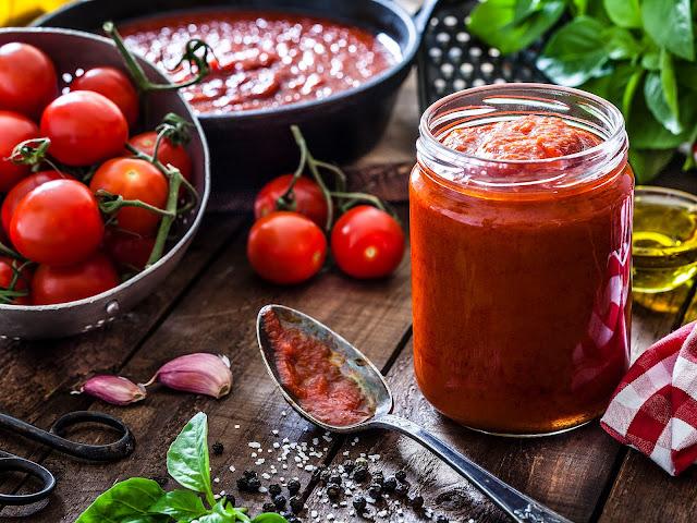 معجون الطماطم في البيت