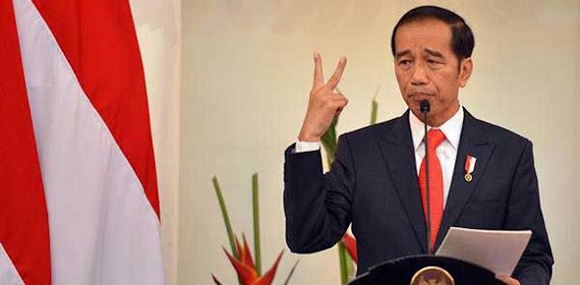 Jokowi Menggergaji Demokrasi