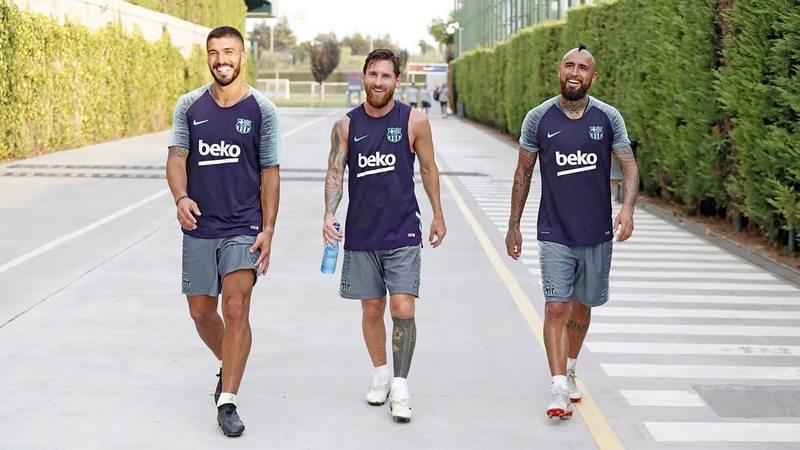 Por qué saltaron Vidal y Suárez tras el portazo de Messi al Barça