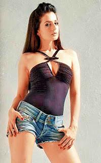 Amisha Patel Sex Legs In Top And Short