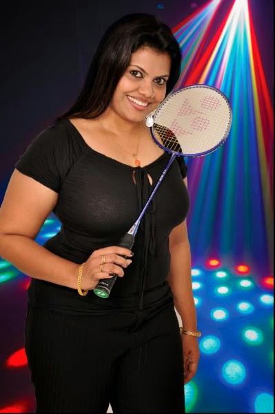 Mallu aunty huge boobs pressed - 1 part 4