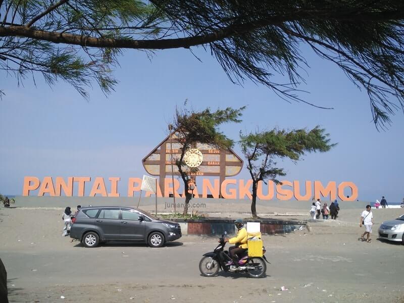 foto lokasi pantai parangkusumo jogja