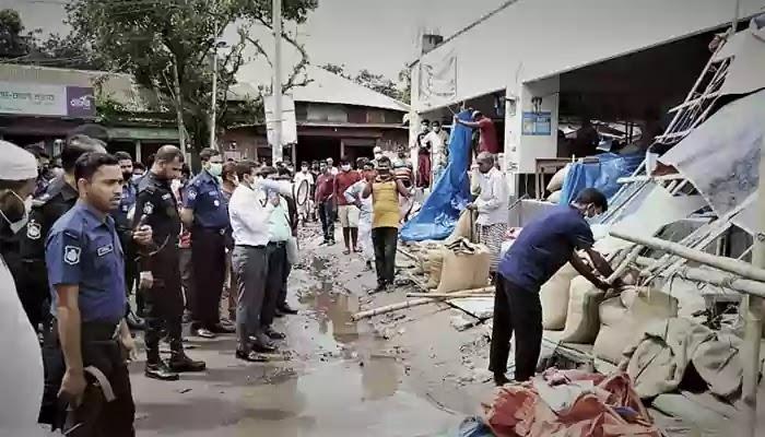 উল্লাপাড়ায় অবৈধ স্থাপনা উচ্ছেদে উপজেলা প্রশাসনের অভিযান