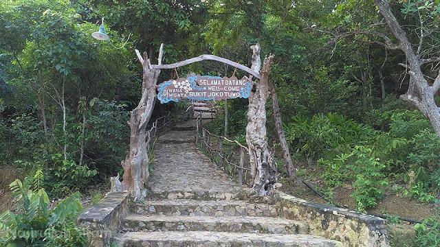 Pintu Gerbang menuju Bukit Joko Tuwo Karimunjawa