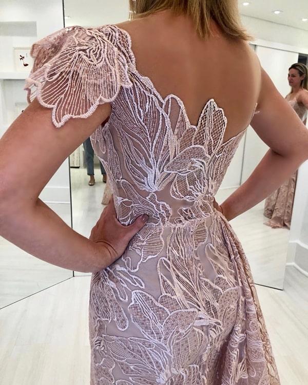 vestido de festa longo rosa rendado bordado em seda