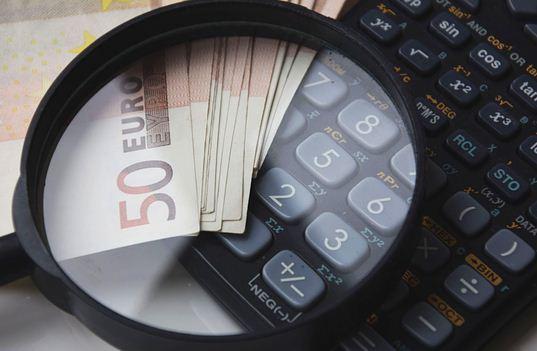 Cerita Lucu Bahasa Inggris tentang Pinjam Uang dan Artinya