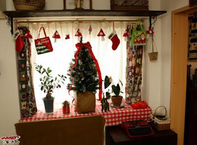 出窓のクリスマス飾り