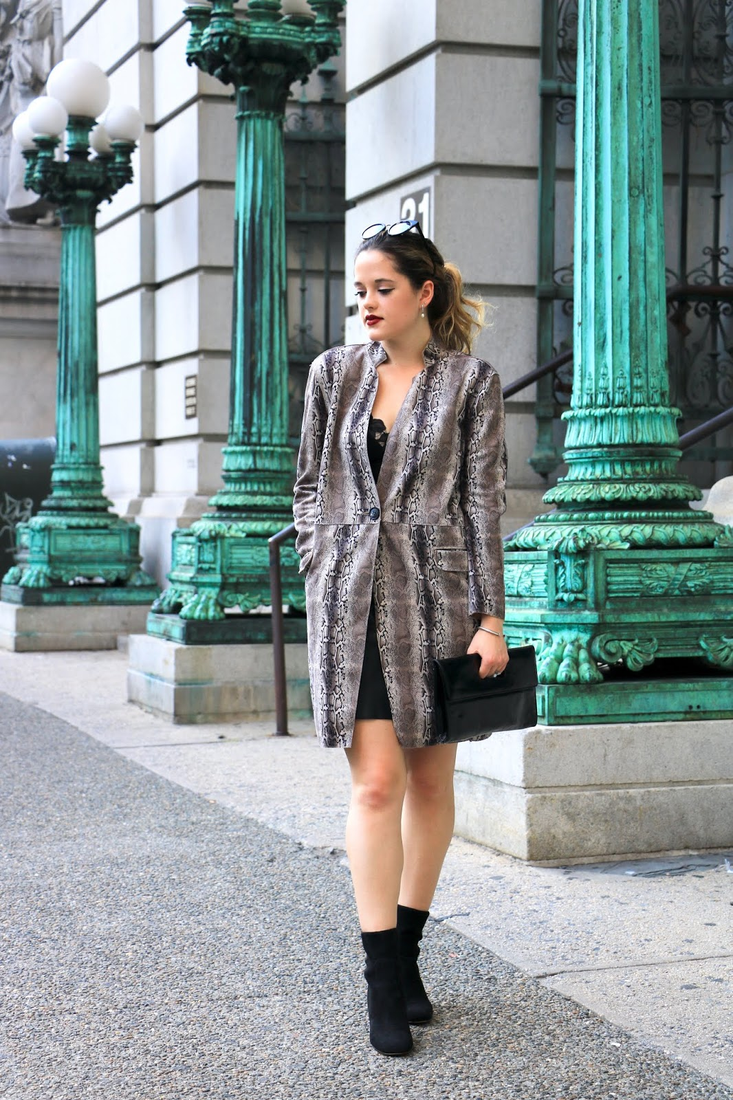 Nyc fashion blogger Kathleen Harper wearing a work outfit for fall.