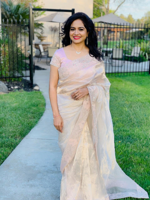 Glamorous Indian Singer Sunitha In Traditional White Silk Saree Navel Queens