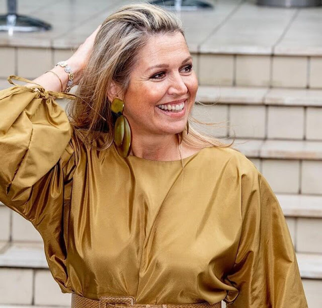 Queen Maxima wore new gold satin blouse and pink wide-leg trousers from Natan. Gianvito Rossi pumps