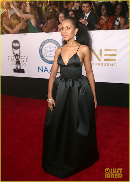 Kerry Washington Cleavage Show in Black Dress Navel Queens