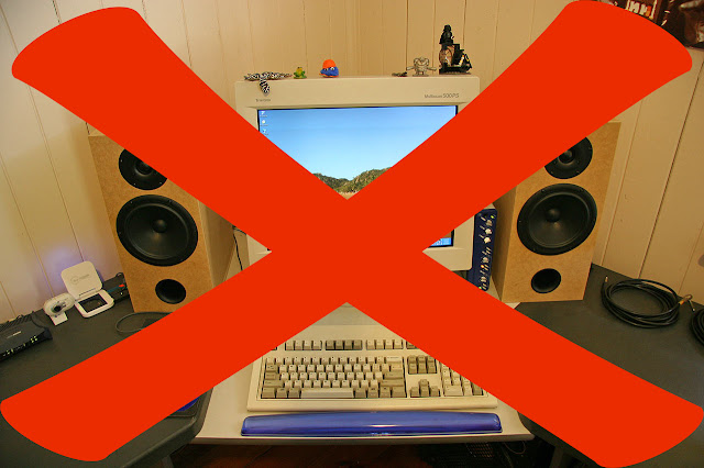 jauhkan speaker dengan monitor pc