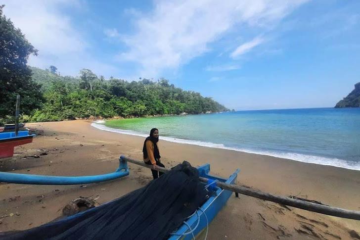 Pantai Wedi Awu Malang - Fasilitas Wisata, Harga Tiket Masuk, Rute