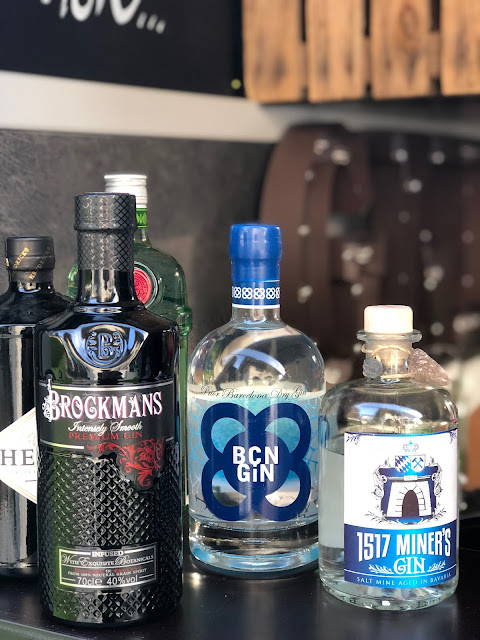 Gin-Bar, Horsebox-Bar, horseboxbar, Bayern, Garmisch-Partenkirchen, Event, mobile Bar, pop-up Bar, rent a bar, Uschi Glas, 4 weddings & events, 4 Gin & drinks, Hochzeitsbar, Event-Bar, Highlight für Events, Barhänger